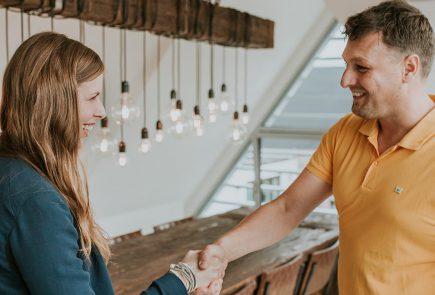 Van handen schudden naar leads en nieuwe klanten